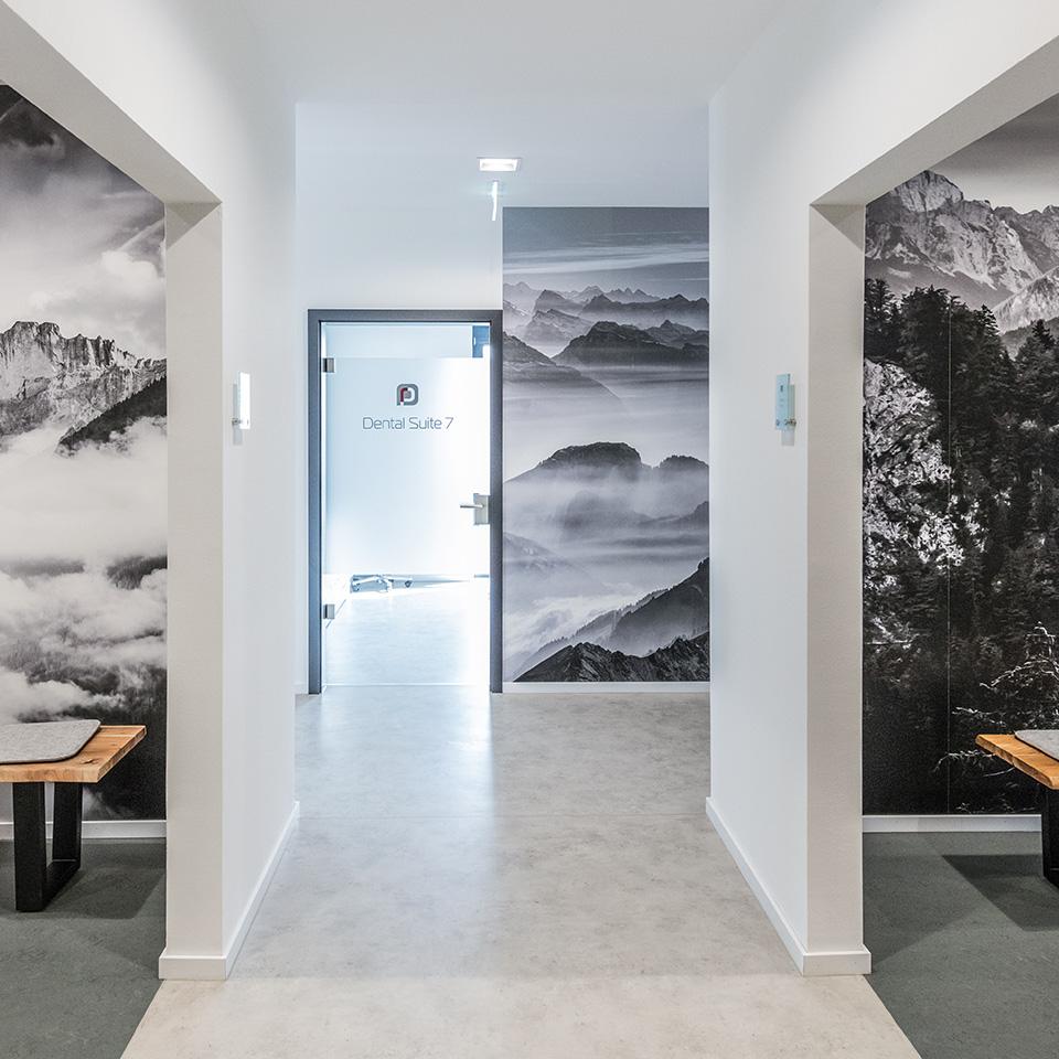 Eine Innenaufnahme der Räumlichkeiten der Dentalclinic und Zahnarztpraxis Dr. Ryssel in Crailsheim