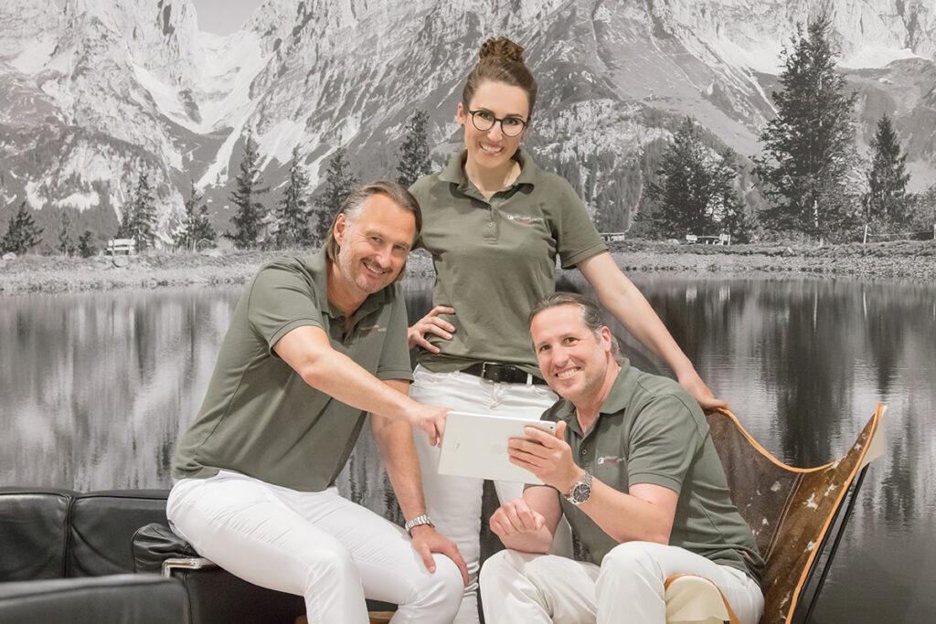 Gruppenbild der drei Zahnärzte der Dentalclinic Dr. Ryssel + Collegen